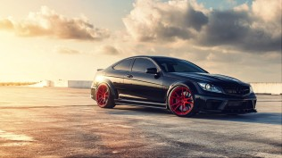 Mercedes-Benz-C63-AMG-black-series_1920x1080