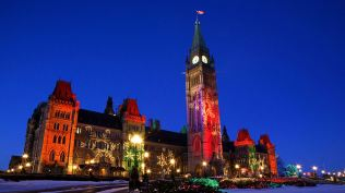 2013-12-22_EN-CA10852077755_Christmas-Lights-on-the-Parliament-Buildings-Peace-Tower-Parliament-Hill-Ottawa