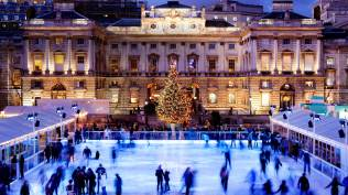 2013-12-24_EN-GB10769495750_Twilight-ice-skating-at-Somerset-House-London