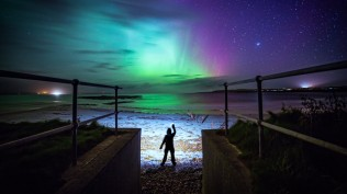 2014-01-02_EN-GB9536333506_Aurora-hunter-Isle-of-Lewis-Scotland_1920x1080