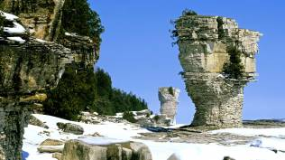 2014-01-14_EN-CA7451066324_The-famous-flowerpots-eroded-limestone-formations-located-on-the-shoreline-of-Flowerpot-Island-Georgian-Bay-in-Fathom-Five-National-Marine-Park-Ontario_1920x10