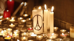 2015-11-14_CandlesParisAttacks_FR-FR12587222163_1920x1080