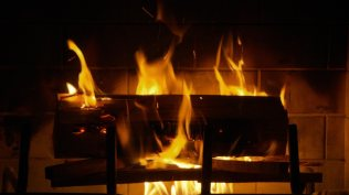 Fireplace_GettyRR_98571085_1080